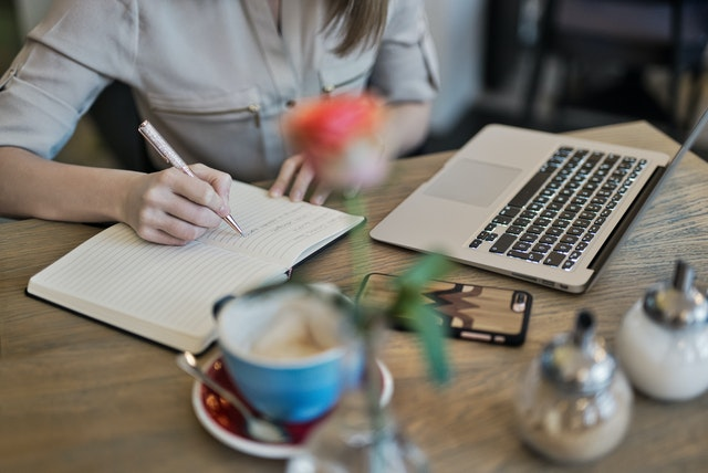 The Ultimate Guide to Business Blogging choose waht to post