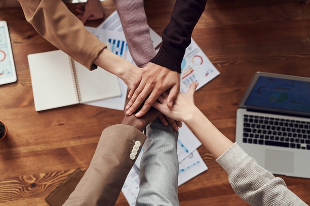 Tips For a Successful Social Media Strategy work in a team